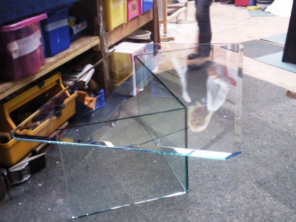 Glass-Tables-Furniture_03