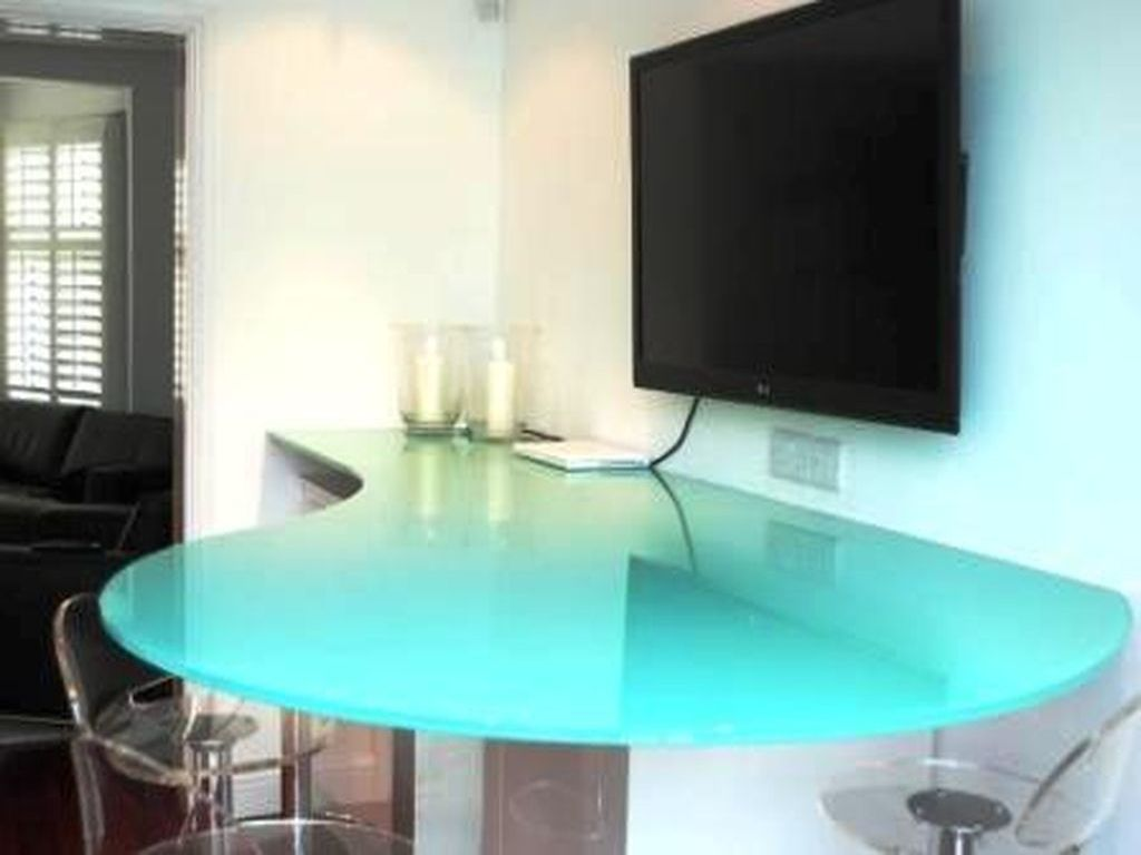 Glass-Tables-Furniture_04